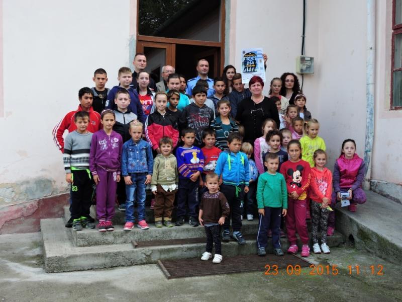 Jandarmii alături de copii din Ohaba si Berghin