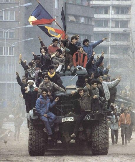 Cine a tras în noi după 22? Dosarul Revoluției, îngropat de procurori. Morții Revoluției, sinuciși sau omorâți din imprudență!!!!!