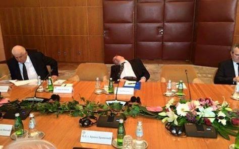 România Curată atrage atenția! Domnule Iohannis, e timpul primului pas! Demiteți-l pe Mihalache!
