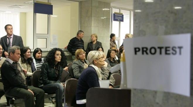 Greselile Guvernului Ponta aruncate in curtea Guvernului Ciolos . Comunicat.