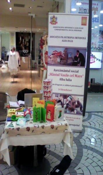 """Felicitări handmade realizate de copiii şi tinerii de la Aşezământul social """"Sfântul Vasile cel Mare"""" scoase la vânzare în scop caritabil. Comunicat"""