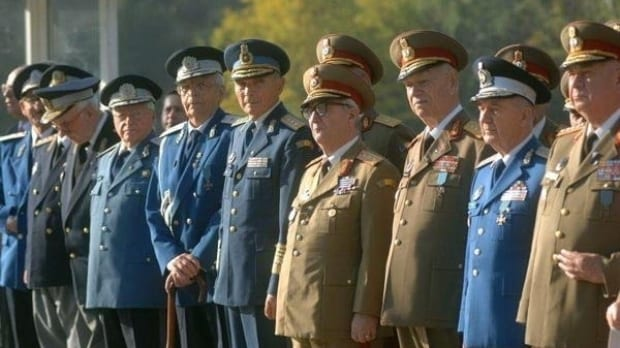 Guvernul umblă la pensiile militarilor