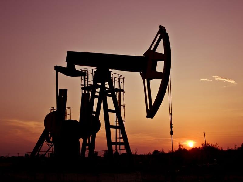 Curge petrolul!!! Se vor ieftini carburanții?!?! Cotațiile petrolului s-au prăbușit!