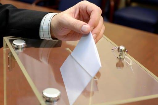 Cioloș a dat la întors alegerea primarilor. Blaga vrea să o ducă în Senat.
