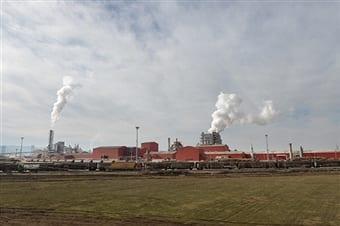 71 de familii și-au angajat avocat împotriva fabricii Kronospan.