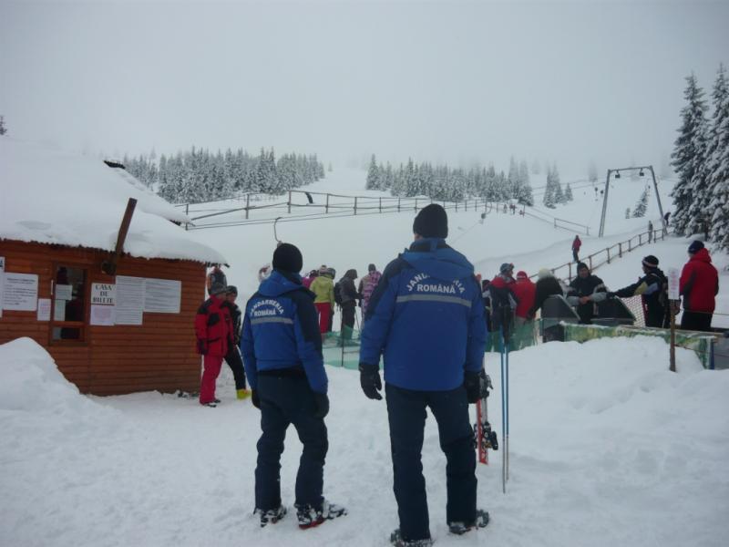 Jandarmii din Alba sunt pregătiţi pentru asigurarea unui climat de normalitate şi siguranţă pe timpul Sărbătorilor de Iarnă