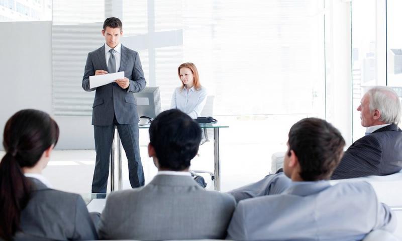 Cum învingem teama de a vorbi în public? 3 din 4 persoane suferă de Glosofobie