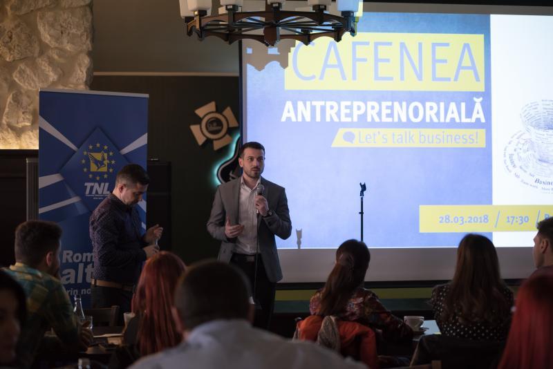 """Foto: Număr foarte mare de tineri la """"Cafeneaua antreprenorială"""", organizată de Tinerii Liberali din Județul Alba la Pub Skit' 77 din Alba Iulia"""