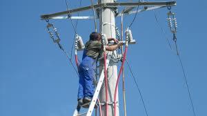 Lucrările de întreținere a rețelei taie curentul electric din câteva localități ale județului