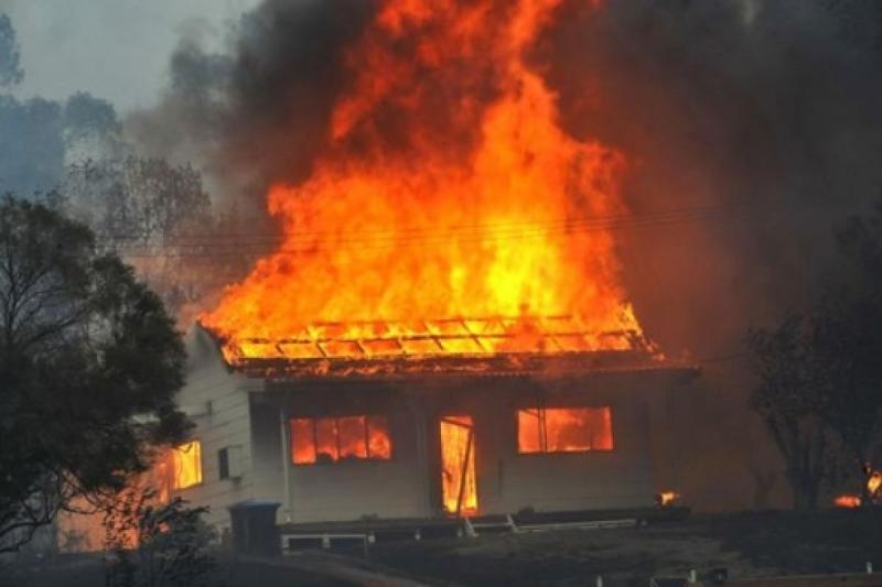 Un moț furios a dat foc la casei părintești