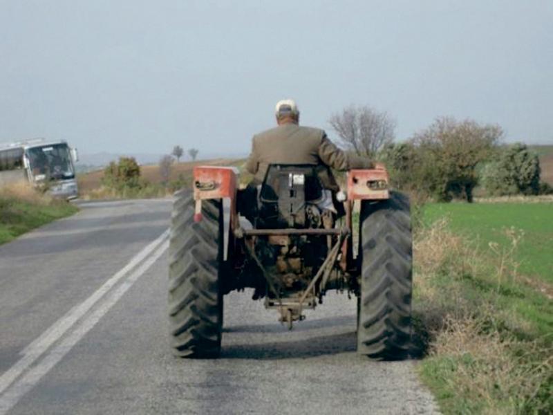 Dosar penal pentru un bărbat din Mirăslău care a condus un tractor fără permis de conducere