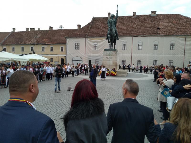 Depuneri coroane flori la statuia lui Mihai Viteazu (foto)