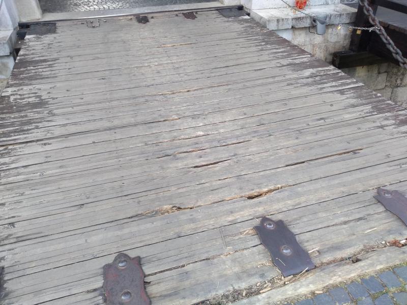 ȘTIREA TA (foto) – Podul de la Poarta a III-a nu arată prea bine