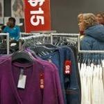 Femeie din Alba Iulia, bănuită de furt de haine