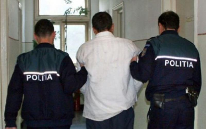 Minor acuzat de furt calificat la Roșia de Secaș