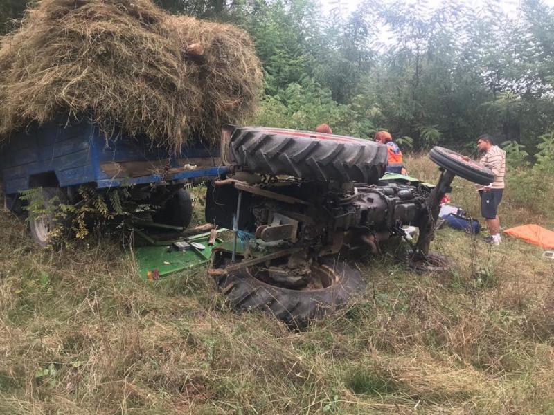 UPDATE -Bărbat strivit de tractor la Pătrângeni