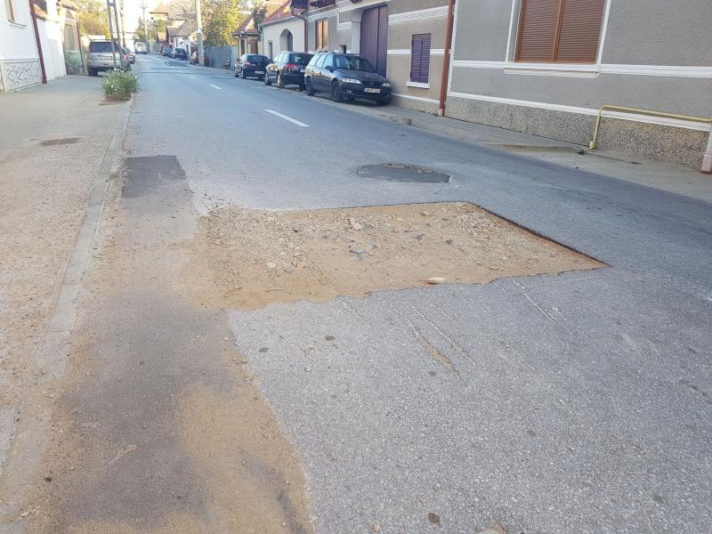 Locatarii străzii Ștefan cel Mare din Sebeș, nemulțumiți de numeroasele probleme de pe această stradă (foto)