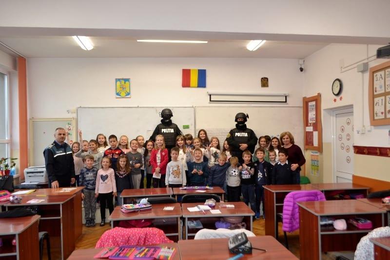 """Polițiștii IPJ Alba au vizitat școlile din județ unde se derulează programul """"Şcoala Altfel 2018 – Să ştii mai multe, să fii mai bun!"""""""
