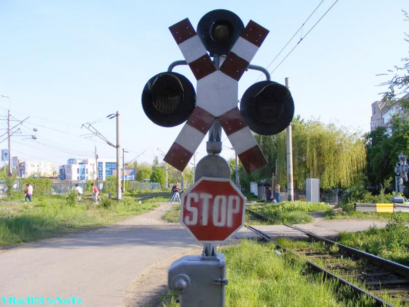 Amenzi de peste 11000 de lei pentru șoferii care nu respectă normele privind trecerea la nivel cu calea ferată