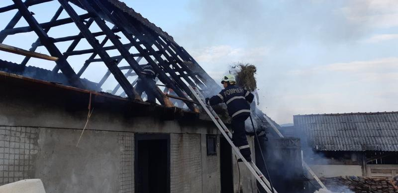 UPDATE – Acoperiș mistuit de flăcări în (Zlatna)