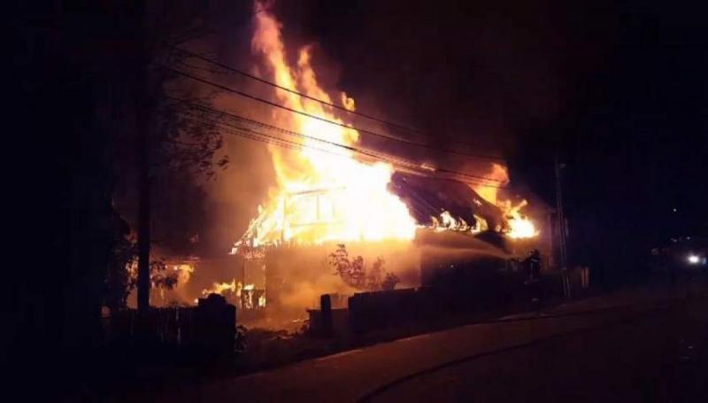 O casă a ars din temelii la Stremț