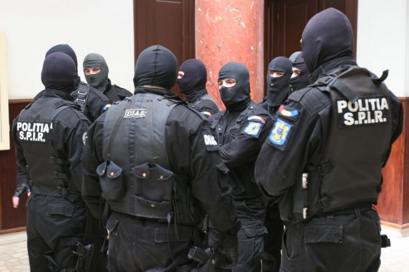 Percheziții domiciliare la traficanți de susbstanțe periculoase din Alba, alte 3 județe și București
