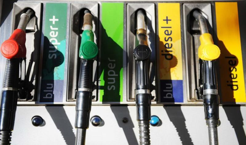 Atenție șoferi! Din 12 octombrie se schimbă simbolurile din stațiile de alimentare cu combustibili