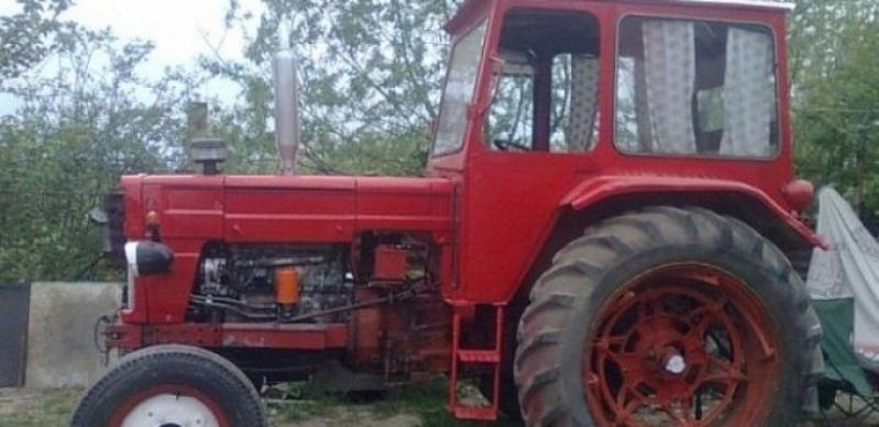 Un tractorist băut din Livezile a forțat un alt șofer să intre cu mașina în șanț