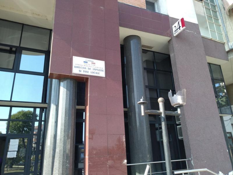 Felinare sparte la Direcția de Impozite și taxe Alba Iulia (foto)