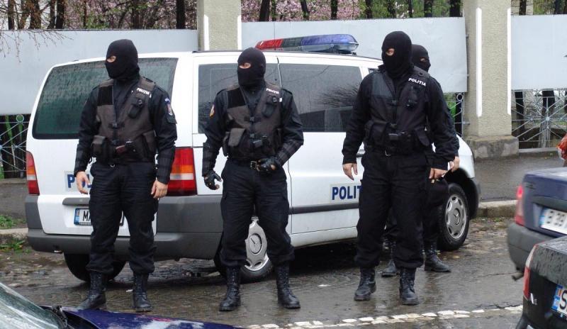 Percheziții în Alba și alte 13 județe pentru destructurarea unei rețele de trafic de droguri