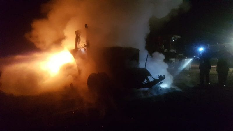 Berghin – Tractor cuprins de flăcări la primele ore ale dimineții (foto)