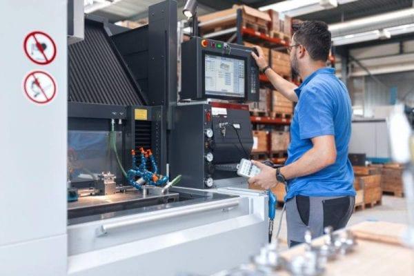 SC HPT Humbel SRL angajează ingineri mecanici, operatori CNC și controlori în domeniul calității