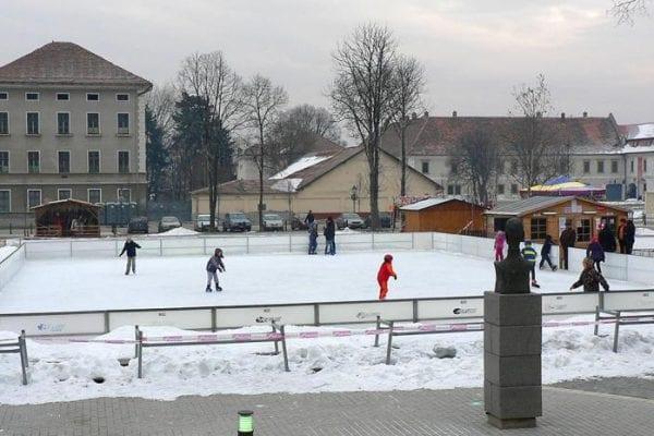 Alba Iulia - Din 6 decembrie se deschide patinoarul artificial