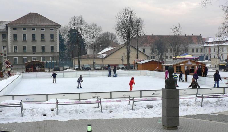 Alba Iulia – Din 6 decembrie se deschide patinoarul artificial