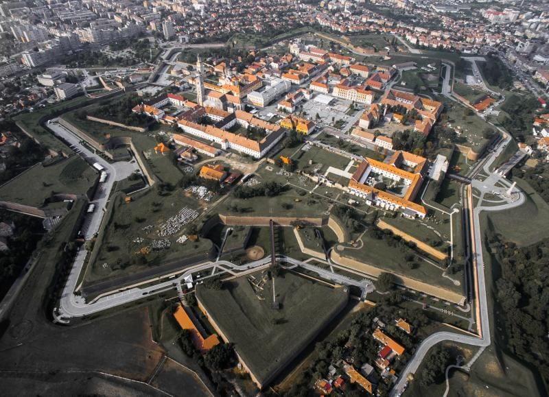 Curățenie generală în Alba Iulia înainte de Ziua Națională a României
