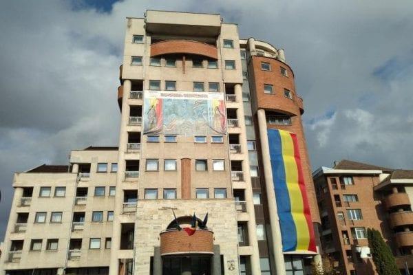 Hotelul Militar din Alba Iulia, cu tricolorul ''la inimă''