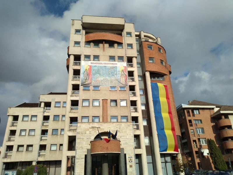 """Hotelul Militar din Alba Iulia, cu tricolorul """"la inimă"""""""