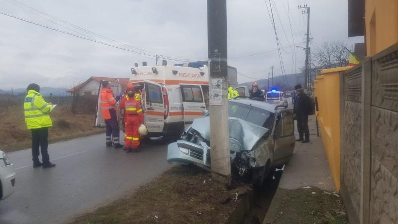 Ighiu – Un șofer a avariat cu mașina un stâlp de electricitate și o țeavă de gaz
