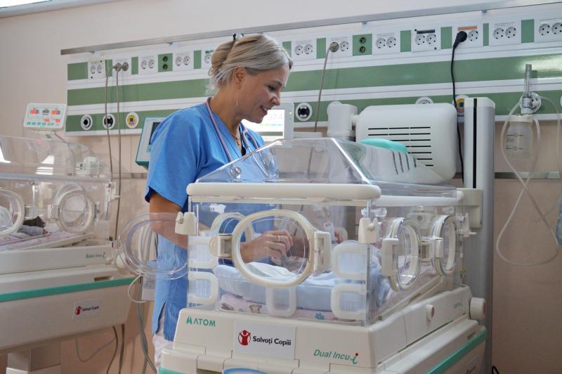 """Organizația """"Salvați Copiii"""" România, un sprijin de nădejde pentru familiile cu copii născuți prematur"""