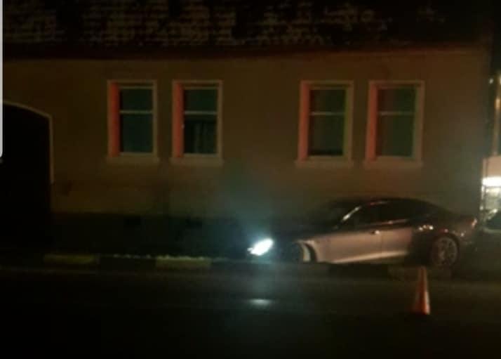Sebeș – Un șofer a spart o țeavă de gaz cu un bolid de lux (foto)