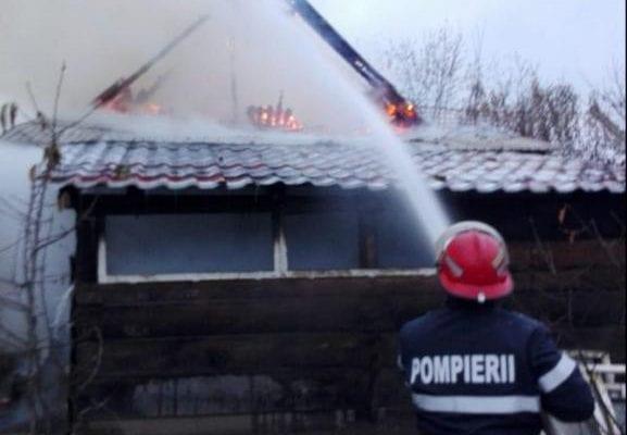 Rădești - Pagube de 30000 de lei după ce o anexă a fost distrusă de un incendiu