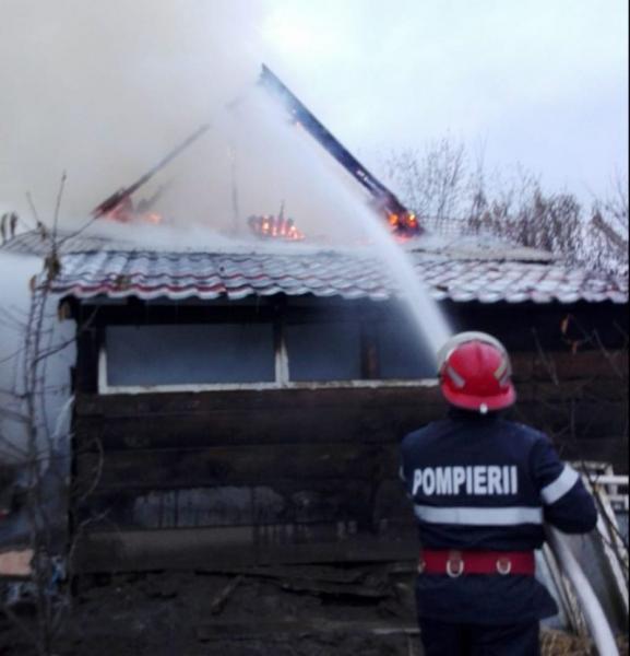 Rădești – Pagube de 30000 de lei după ce o anexă a fost distrusă de un incendiu