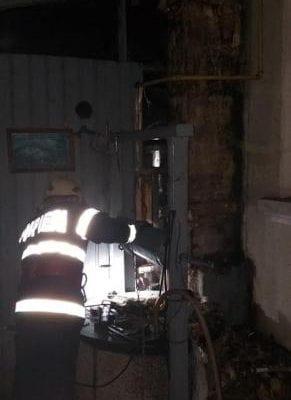Vinerea - O cameră aparținând unei locuințe a ars din cauza unui coș de fum