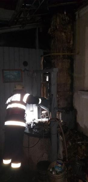 Vinerea – O cameră aparținând unei locuințe a ars din cauza unui coș de fum