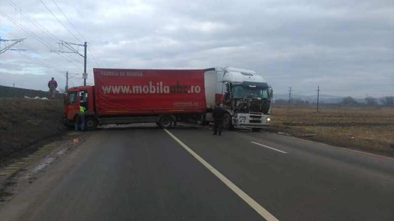 Alba Iulia – UPDATE Coliziune între un TIR și două autoutilitare pe șoseaua de centură