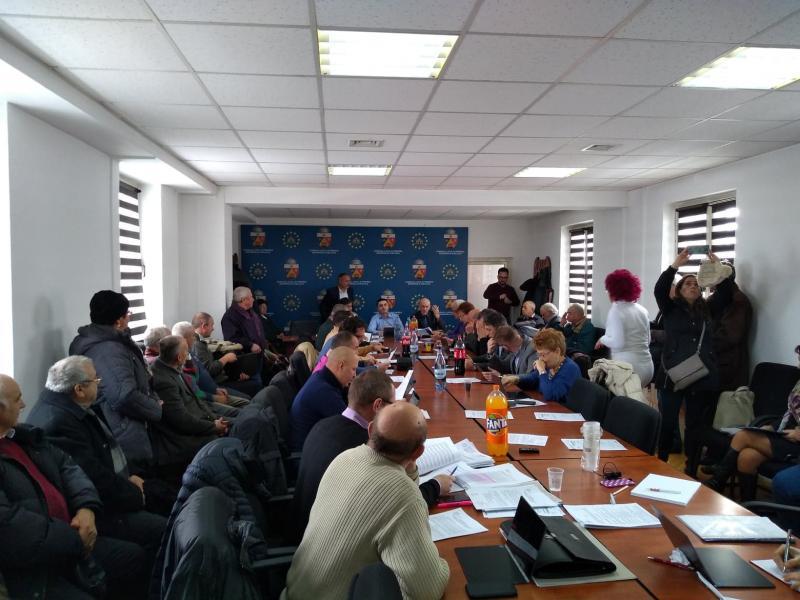 Nemulțumire! – Circa 100 de cetățeni au luat cu asalt ședința Consiliului Local Alba Iulia