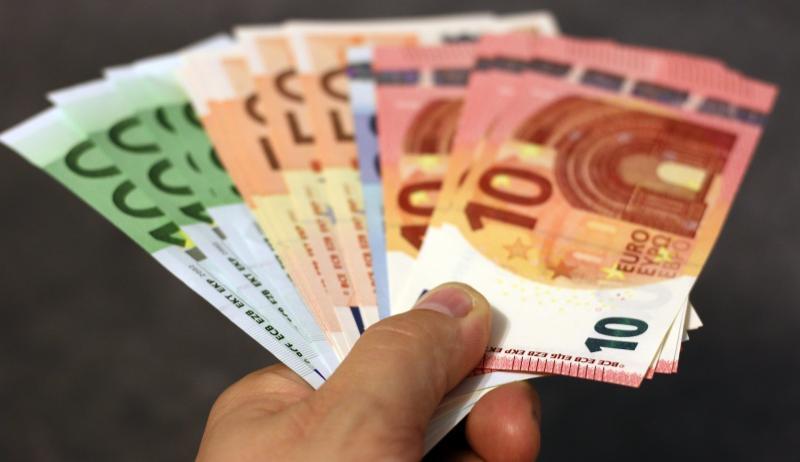 Studiu Eurostat – Românii înstăriți câștigă minim 9300 de euro pe an