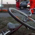 Cugir - Șofer cercetat penal după ce a lovit cu mașina un biciclist și a fugit de la locul accidentului