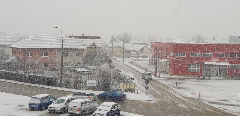Alba Iulia – Ninsoarea abundentă amenință să blocheze traficul rutier (foto)