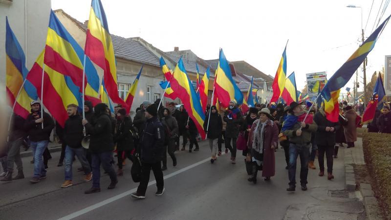 Mii de români de pretutindeni, participanți la Marșul Unirii din Alba Iulia